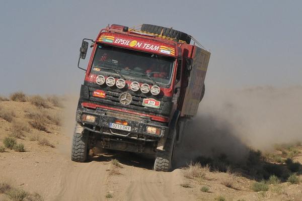 Los camiones de Epsilon siempre presentes en los grandes raids.