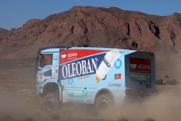 Sobre el piso duro Elisabe Jacinto ha logrado la ventaja de hoy sobre el camión Scania