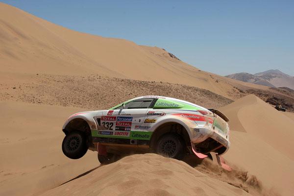 Las dunas no fueron obstáculo para el Mitsubishi Lancer Evolution de Miguel Barbosa