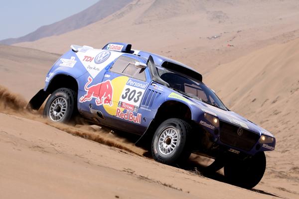 Carlos Sainz mantiene el liderato, pero se jugará el Dakar a una sola carta