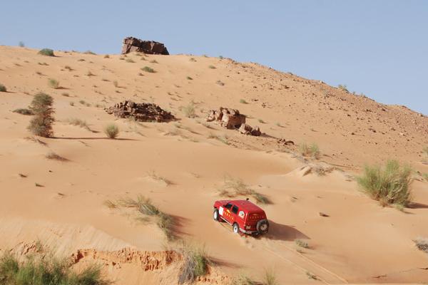 Que mejor terreno de juego que el Sahara (Foto: Fina Román)