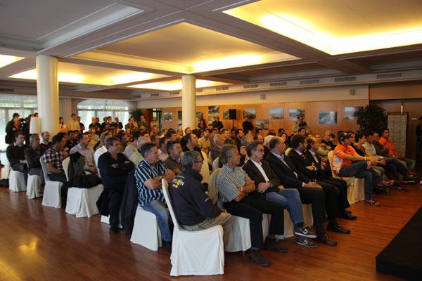 Numerosos asistentes en la presentación del Dakar 2012
