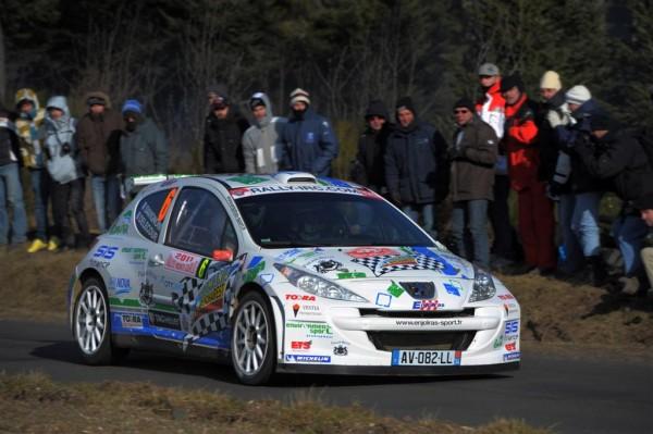 Gracias al incondicional apoyo del departamento de turismo de Rumania, François Delecour pudo competir en Montecarlo, y ahora en el europeo